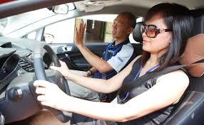 Dạy lái xe ô tô