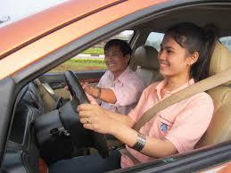 Học lái xe ô tô uy tín ở đâu
